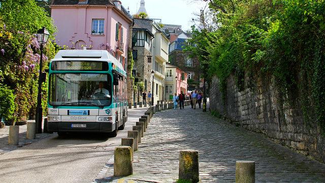 Bus à Montmartre